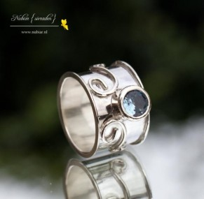 ring-met-blauwe-steen