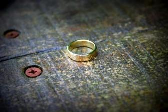 gouden ring samen smeden met goudsmid