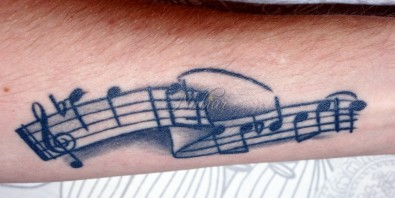 Muzieknoten tattoo verlovingsring