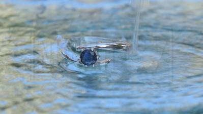 aanzoeksring-van-goud-of-zilver-met-saffier-of-diamant