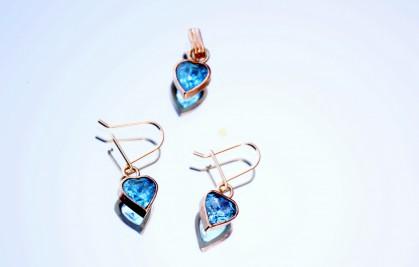 gouden-oorbellen-met-blauwe-steen