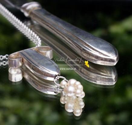sieraad van zilveren bestek