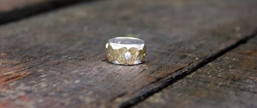 gouden ring met bloemmotief