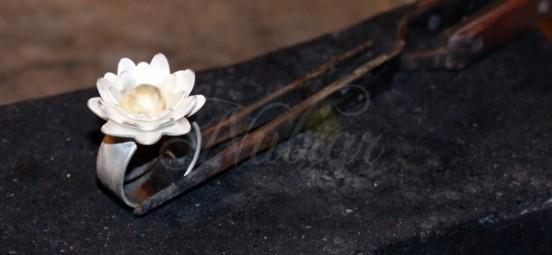 rouwsieraad zilver goud lotusbloem