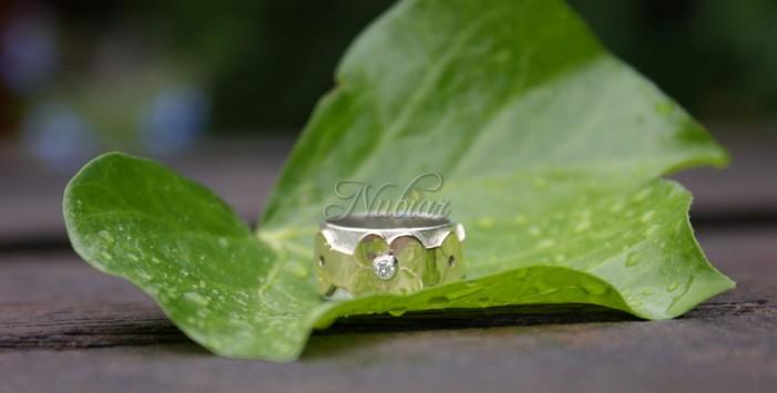 ring met gouden bloemen