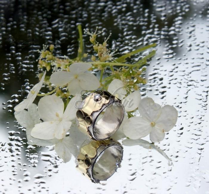 ring met bloemmotief